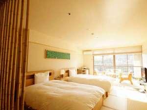 【和洋室たけとり】竹をふんだんに使用した部屋からは川内川の景観も楽しめる