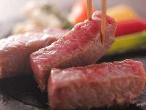 但馬牛ステーキ。お好みの焼き加減でどうぞ