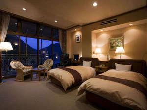 ホテル秘境の湯:最上階からの日没はゆっくりと暮れてゆきます