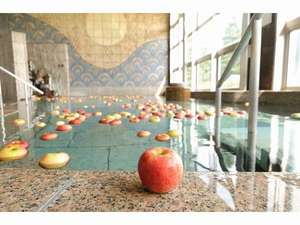 りんご風呂(2月3日まで)地元で採れたりんごの甘い香りに癒されます。。。
