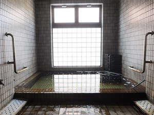 【源泉かけ流しの温泉】アルカリ性塩化物泉。加水なく源泉をかけ流しにしています。