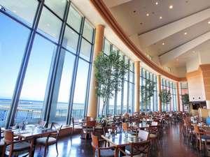 海を見渡す絶景のレストラン「テラスブラッセリー」