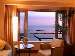 朝焼けの石狩湾の眺めはオーシャンビュールームならではの清々しい景色