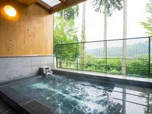 B棟:半露天風呂(天井はありますので雨天でも入れます)