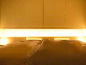 2つのベッドを並べて配置したデラックスハリウッド。ベッドパッドが1枚なので、境目も気になりません。