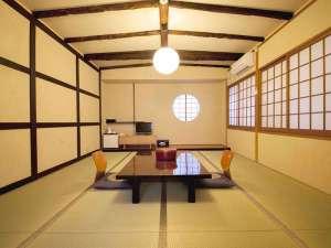 【旧館2階 山家】落ち着いた雰囲気の和室タイプのお部屋です。
