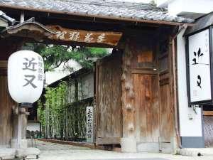 【外観】篠山城跡そばの老舗料理旅館です。