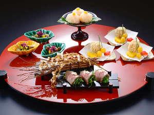 秋の夕食(一例)繊細な素材の味を活かしながら優美な膳に仕上げます。