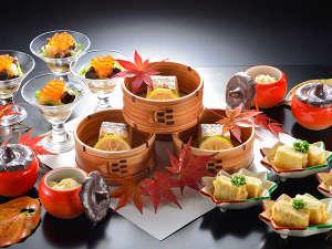 晩秋を飾る季節の盛合せ。繊細な素材の味を活かしながら優美な膳に仕上げます。