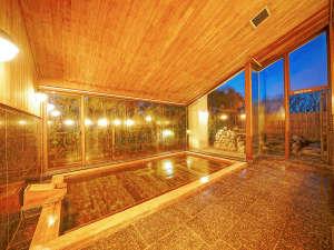 檜が自慢の大浴場は伊豆高原では珍しい「pH8.3」の硫酸塩温泉です。