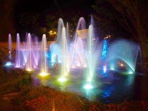 新しくできた噴水イルミ☆ベンチで座ってご覧いただけます。