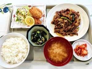 日替わりで変わる美味しい定食です!この日はスタミナ焼肉と白身魚のフライでした♪