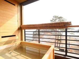 客室露天風呂からの眺めは格別です。