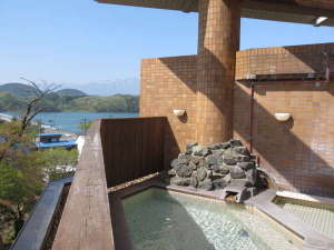 露天風呂からは広大な御所湖と雄大な岩手山を眺め、とてもリラックスが出来ます。