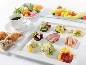 新鮮野菜とパンを中心としたコンチネンタルビュッフェ(イメージ)