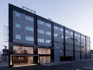 WAT HOTEL&SPA飛騨高山 夕方の外観