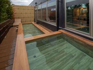 7階 最上階 温泉 昼の露天風呂