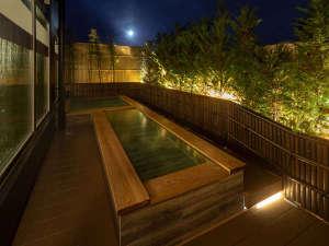 7階 最上階 温泉 夜の露天風呂