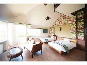 バリテイストのお部屋は45平米ゆとりのツインルームお部屋から広がる海の景色はブルーとグリンのコントラスト