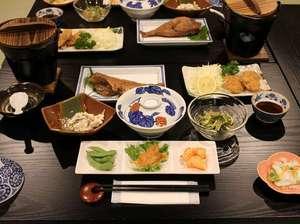 夕食の一例長期連泊のお客様もいらっしゃるため毎日違ったメニューになります。