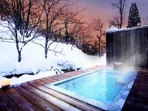 【野天風呂】自然と一体になれる雪見風呂で温泉が身体に染みわたる♪