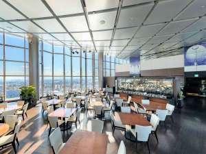 地上120mからの景色を見渡しながら楽しいお食事♪