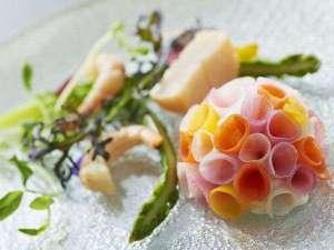 【hacheディナーイメージ】可愛いブーケのような繊細な前菜