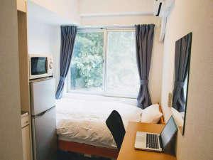 テレビ、エアコン、ミニキッチン、冷蔵庫、電子レンジ完備のコンパクトで落ち着くシングルルーム♪