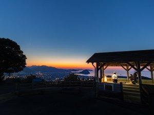 展望台 日が暮れてから空が完全な闇になるまでの数分間のことを写真用語でマジックタイムと呼びます