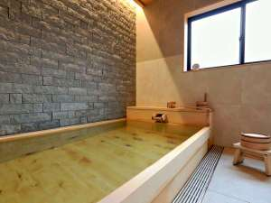 ヒノキの貸切風呂(源泉かけ流し)