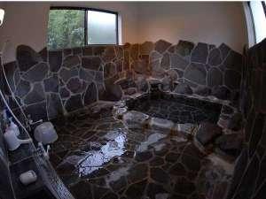 無加温・無加水・かけ流しの貸切岩風呂
