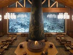 【冬】奥入瀬の雪景色を一望できるラウンジ「森の神話」