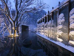 【氷瀑の湯】世界初!氷の滝に囲まれた露天風呂「氷瀑の湯」が2017年12月OPENします。