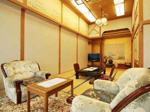 【特別室・日光~Nikkou~】豪華絢爛、当館最上階の1室限定・露天風呂付き客室です。