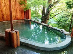 2018年8月オープン★<わたり湯 露天風呂>(男性専用)。湯川のせせらぎと東山温泉のお湯を楽しみください