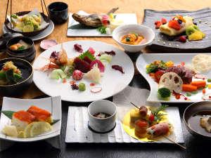 【会席】和モダンな建物内でたのしむ、地元北海道の新鮮な食材をふんだんに利用した会席料理は格別です。
