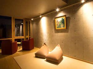 【客室】スタンダードのリビングスペース。ベッドルームは別室となります。