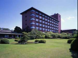 ◆ホテル外観◆富士山と日本庭園をお楽しみくださいませ。