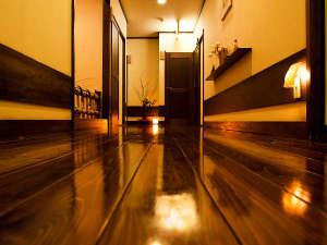 磨き抜かれた廊下