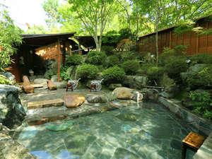 【貸切大露天風呂】季節ごとに景色を変える大露天風呂。