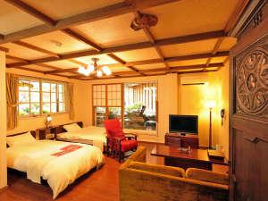 【Vroom】半地下、露天風呂付客室、お庭を眺めながら、しっとりと落ち着くお部屋。