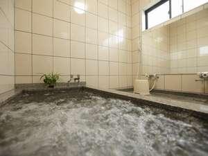 お風呂は2~3名様が入れる位の大きさの家族風呂となっております。