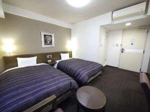 本館ツイン、客室広さ18平米、ベッド幅約120センチ