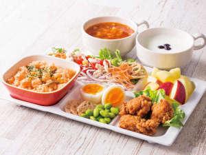 ◆盛り付け例◆ピラフ◆朝からしっかり食べたい方には、お肉メニューがぴったり!