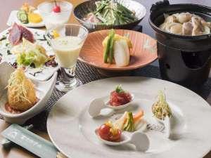 タレが選べる鍋や陶板焼きなど、高級ではないが和洋を適量でユニークに工夫しているとのお声頂いてます。
