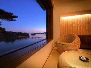 海色から望む福浦橋 夜