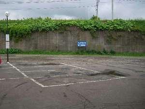 【駐車場】出し入れ自由。無料となっております。
