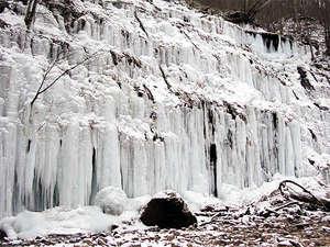 冬の八ヶ岳高原が贈る、湯川渓谷の氷漠!ホテルから約50分。自然の力が作り出すダイナミックな氷漠です!