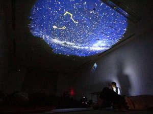 雨や曇りの日の星空観察会は室内プログラムをご用意!