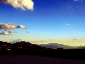 ホテルから車で5分の場所から富士山を望む